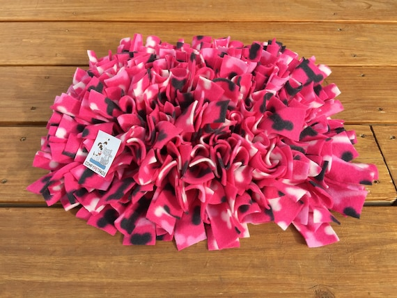 Pink Snuffle Mat, Pig Enrichment Toy, Cat Snuffle Rug, Rooting Rug, Nose Work Mat, Dog Puzzle, Finished Size 18x14