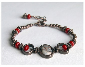 Agate and red coral bracelet