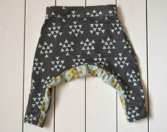 Baby Hipster Pants / Baby Harem Pants / Kid Sweatpants / Toddler Harem Pants / Baby Sweatpants / Harem Pants / Triangle Pattern / Gray Pants