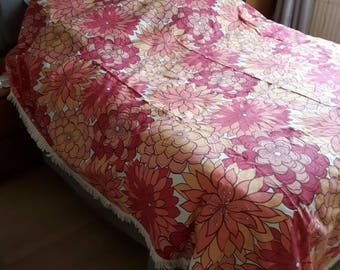 Retro 70s Design Double Bedspread