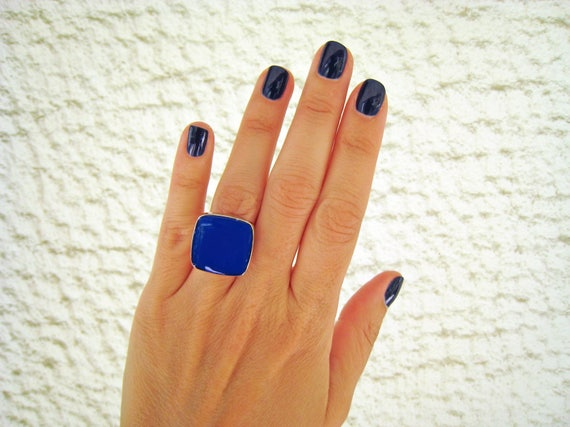 Blue statement ring, lapis blue ring, silver tone cobalt blue resin ring, modern minimalist jewelry, color block summer jewelry, square ring