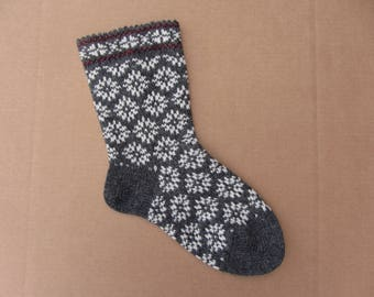 Wool socks. Women wool socks with skandinavian pattern. Warm and soft wool knitted socks. Strong heel.