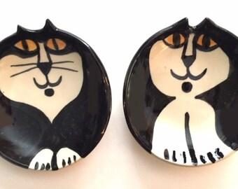 Cat pottery Ceramic Tuxedo cat: black white round plate  HM Pottery kitty golden yellow eyes feline theme designer pet resort  pet lover