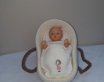 dollys toy  carrycot,