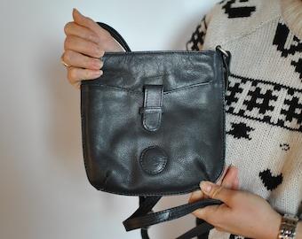 Vintage SMALL MESSENGER LEATHER bag....(309)