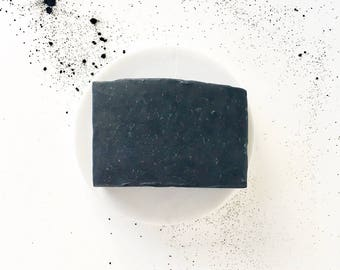 Charcoal & Tea Tree Soap // facial soap // natural vegan handmade bar soap // activated charcoal // natural beauty and skincare