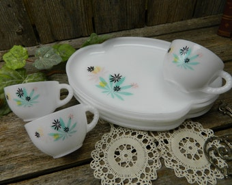 Mid Century Federal Glass Atomic Flower Snack Set Luncheon Set