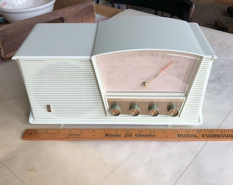 Motorola AM/FM Radio Model B6W