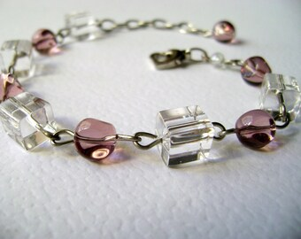 Pink feminine romantic bracelet Serenity - Soft Pink and cubes bracelet