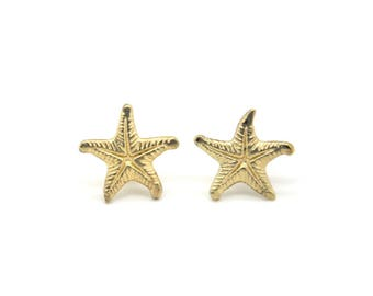 Vintage starfish earrings. Pierced ears. Summer. Costume jewelry. Beach earrings. Starfish studs. Star Fish. Beach jewelry. Nautical jewelry