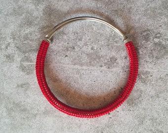 Bracciale rigido rosso perline vetro tessitura herringbone