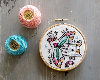 Hoop Art Bird, Embroidery art, Embroidery illustration, Hand embroidery, Modern wall hanging, modern embroidery.