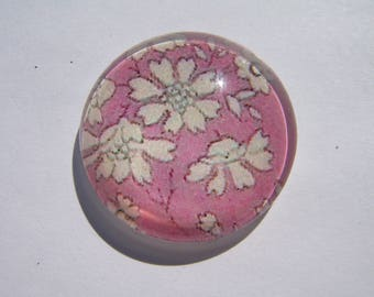 Cabochon 20 mm round domed with his image of pink flowers