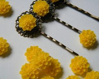 12 x Yellow Chrysanthemum Mum Flower Resin Cabochon Cameo 15mm