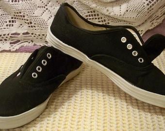 Black Canvas Tennis Shoes - Size 7 1/2 - Razzmatazz 127