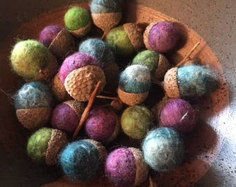 20 Wet felted acorns - Mixed