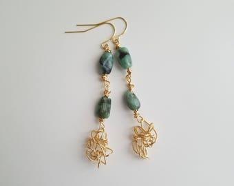 Emerald Earrings, Natural Emerald Earrings, Trendy Earrings, Emerald Dangle Earrings, Abstract Earrings, Unique Earrings, Wire Earrings