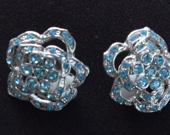 Pretty Vintage Light Blue Rhinestone, Silver tone Floral Clip Earrings (B15)