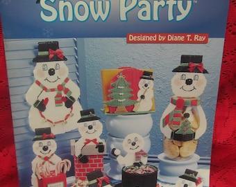 RARE! Plastic Canvas Pattern Book 1999 Needlecraft Shop SNOW PARTY Snowman Collection