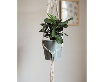 Macrame hanging planter / / Macrame Plant Hanger / / mother's day / / gift
