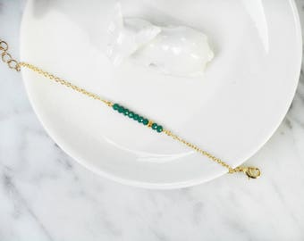 Minimalist - Green faceted glass Christmas tree and gold chain beaded Bracelet