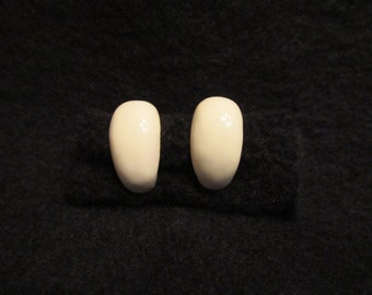 Vintage Nordstroms Earrings Creme White Lucite With Gold Tone Setting