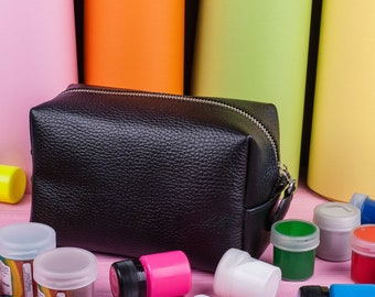 Makeup organizer Leather makeup bag Make up bag Bridesmaid gift Toiletry bag Zip travel bag Makeup case Makeup storage Leather makeup case