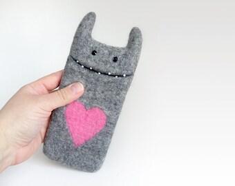 iPhone 6 / 6s Monster felt phone case, dark grey,  wool  felted case