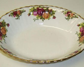 Royal Albert England OLD COUNTRY ROSES 9 1/8 Inch Oval Serving Bowl