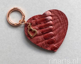 Heart keychain / Heart bag charm made from deep red genuine ostrich leather, with a (rose) gold or gold heart charm. Luxury gift for her