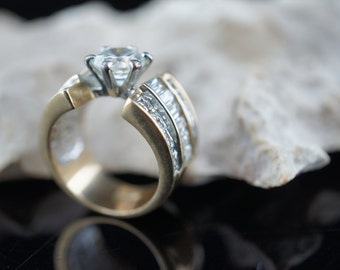 Antique  18k gold filled Diamond and cz on the sides Engagement  cz in the top Wedding Ring  Diamonds Size 6 p004