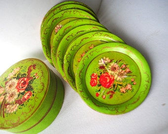 Cottage chic vintage vintage 50s emerald green , hand painted , 8  wood costers with a flowers motive. Made in Japan.