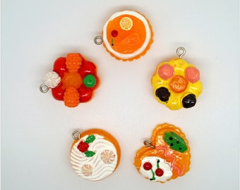 Set of 5 Cupcakes with pithon 1 charm