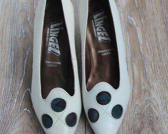 Vintage white pumps White leather shoes  Elegant women shoes 1980s pumps Leather pumps  High heel pumps Womens pumps  Vintage high heels