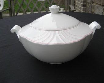 A Villeroy&Boch Palatino Roun Covererd Bowl-RCV, Bone White