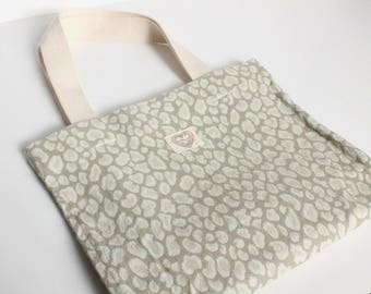 White leopard pattern small hand carry tote bag