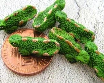 10 Tiny Iguana Beads