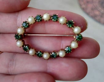Green stone and pearl appearing gold tone brooch