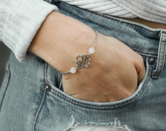 Filigree Armand with Chinese knot