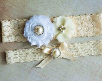 Winter Wedding Garter Set, White Bridal Garter, Ivory garter set, Rhinestone Lace Garter, Pearl Crystal Garter Set, Toss garter included