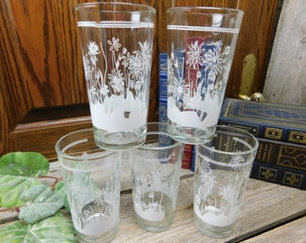 Set of 5 Vintage Abstract White Flower and Grass Pattern Glasses