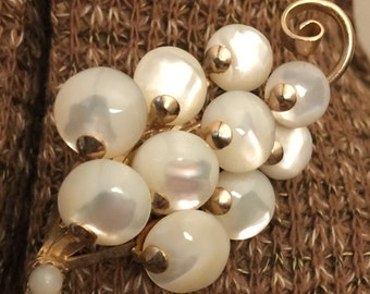 Vintage Jewelry Mother of pearl pin