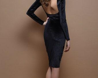 Black Velvet Mini Body con Dress Open Back Long Sleeves
