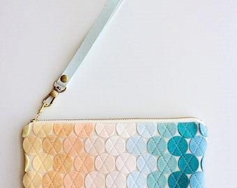 Cell Phone Purse Minimalist Modern Bag Wool Felt Wristlet Wallet Mini iPhone Purse Smartphone Wristlet Unique Purse Quilted Clutch