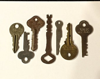 Vintage Keys Antique Keys, Flat Keys Rusty Keys, Lot of 7 Keys,Collectibles, Use for Jewelry, Craft and Art Projects. Circa 1920s