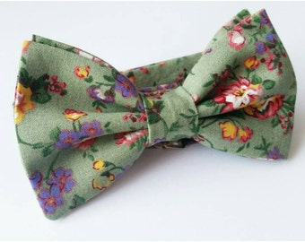 Green Floral Bowtie / Floral Bowtie / Green Bowtie / floral wedding / green wedding / groomsmen bowtie / mens bowtie / boys bowtie
