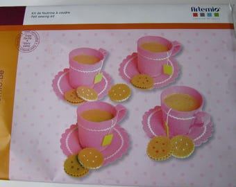 Set of felt sewing representative of the cups, tea and Cupcakes