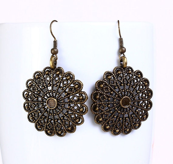 Antique brass round filigree dangle earrings (545)