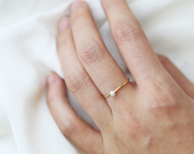 Freshwater Pearl Ring // Dainty Stacking Ring // Pearl rings // Stacking rings // June's birthstone: pearl Perfect Gift for her