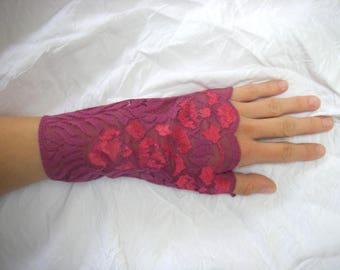 Fuschia pink fingerless gloves purple lace with flower motifs